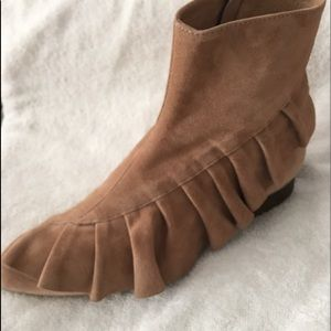 Anthropologie Ruffled ankle boots 37